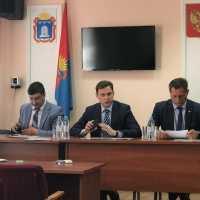 Первый вице-губернатор, член Союза машиностроителей России Александр Ганов посетил центр временного размещения для соотечественников в Сосновском районе