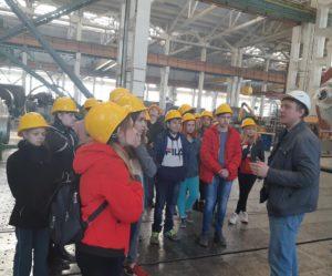 Школьники и студенты познакомились с производственным процессом завода «Комсомолец» имени Н.С. Артемова